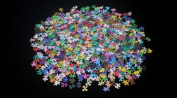 2014-12-11-1000-colours-puzzle-01-725x407.jpg